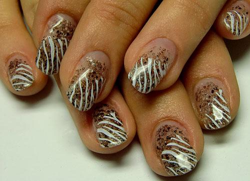 Acrylnägel braun mit Verzierung Zebra-Stamping: http://www.nageldesign-nailart.de/acrylnaegel-farbig-21.htm